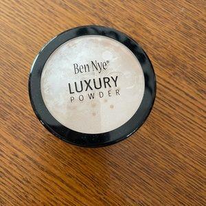 Ben Nye Luxury Powder BV-30 Cameo 0.92 oz